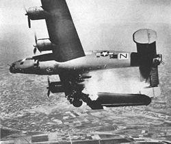 Un B-24 touché par la flak