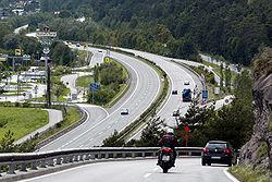 Le r�seau routier, m�me lorsqu'il tente de compenser ses impacts, est un puissant facteur d'artificialisation du paysages et d'�missions de gaz � effet de serre