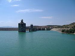 Vue du barrage et de sa centrale hydroélectrique