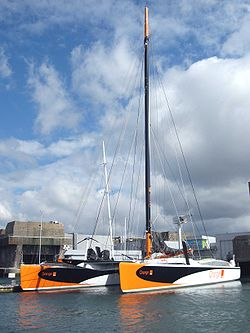 Le maxi catamaran Orange 2 de 37 m de long