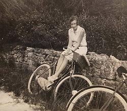 En 1929, la forme et les principales fonctions du vélo étaient fixées, dont une fonction de loisir, qui se développera surtout avec les congés payés