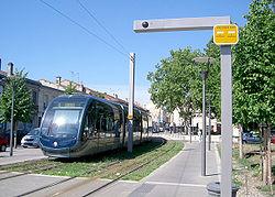 Tramway de Bordeaux: changement d'alimentation LAC/APS près de Gaviniès.