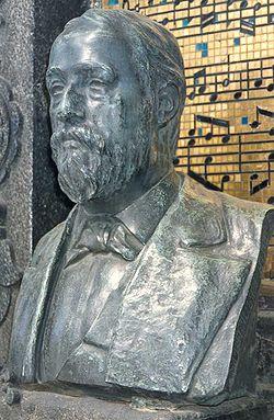 Buste sur la tombe de Borodine au cimetière Tikhvine de Saint-Pétersbourg.