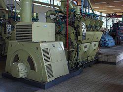 Groupe: moteur thermique, alternateur.