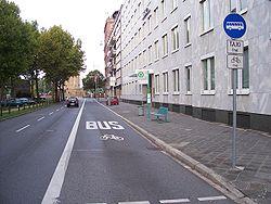 Un couloir réservé aux bus, ainsi qu'aux taxis et aux vélos, dans la ville allemande de Mannheim.