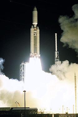 Lancement de la sonde Cassini-Huygens le 15 octobre 1997 à Cap Canaveral par la fusée Titan-IVB/Centaur