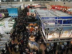 Une halle d'exposition durant le CeBIT 2000
