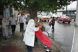 Coiffeur de rue � Changchun (Chine).