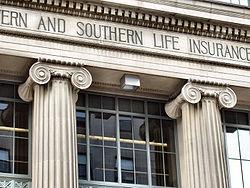Détail de la façade néoclassique du quartier général des assurances vies de Cincinnati