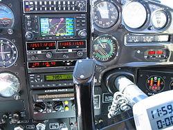 On remarquera que la vitesse-sol est de 180 kt en vol en palier (moyennant 18 kt de vent arrière), avec une consommation de 48 litres/heures, soit à 65% de puissance. On a rarement fait mieux...