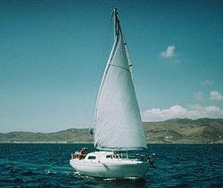 Ecume de mer 73 modifié, naviguant voiles en ciseaux