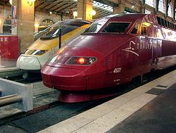 Une rame PBA et un eurostar en Gare du Nord.