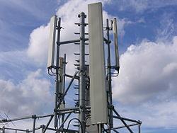 Une antenne relais GSM sur un toit de Paris