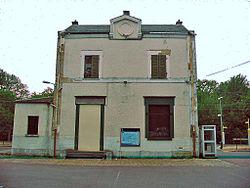 La façade murée de la gare