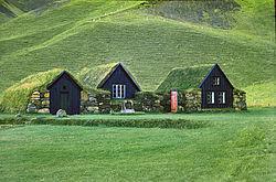 La végétalisation du toit contribue à l'intégration paysagère