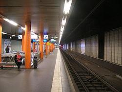 La gare RER au niveau des quais.