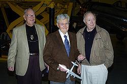 Les trois derniers membres encore vivants de l'équipage d'Enola Gay. De gauche à droite: Morris Jeppson, Paul Tibbets et Theodore Van Kirk. (23 octobre 2004)