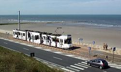 Une rame du kusttram près d'Ostende