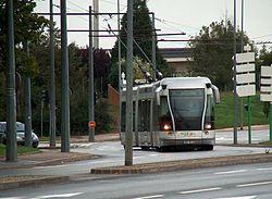 Le tram de Nancy sur la section de ligne en mode trolleybus)