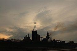 fumée industrielle, souvent assimilée à de la pollution