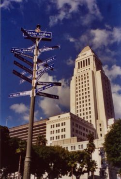 Direction et distance en km de ces villes par rapport à l'Hôtel de Ville de Los Angeles