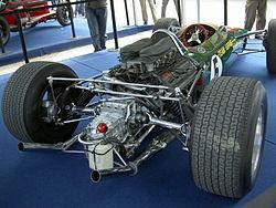 Vue du V8 Cosworth sur la Lotus 49.