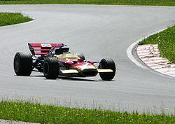 La Lotus 49, sur laquelle se sont greffés les premiers ailerons