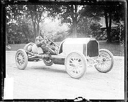 Louis Chevrolet dans une Buick de course à Crown Point, pendant la course de Cobe Cup en 1909
