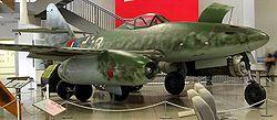Un Messerschmitt Me 262, l'un des premier chasseur à réaction de l'histoire, et le premier à être construit en série.