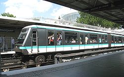 Rame MP 89 CC sur la Ligne 1 à la station Bastille