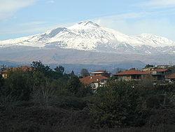 L'Etna vu depuis Catane en décembre 2001.