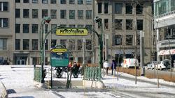 Une des entrées de la station Square-Victoria avec l'entourage Guimard