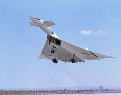 Plans Canards (juste derrrière le poste de pilotage) sur le bombardier expérimental XB-70 Valkyrie