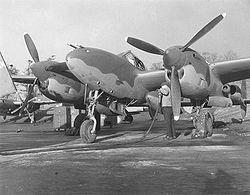Un P-38 fait le plein