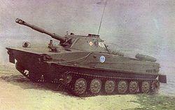 Un PT-76 polonais de la 7e division d'infanterie de marine