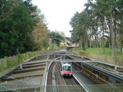 La gare au milieu du parc.