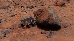 Le robot Sojourner utilise son spectromètre APXS sur le rocher Yogi