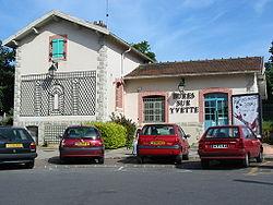 Façade de la gare de Bures-sur-Yvette