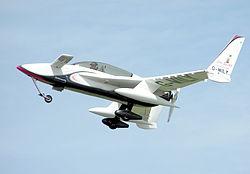 Rutan Long-EZ, avec le plan canard juste devant le pilote