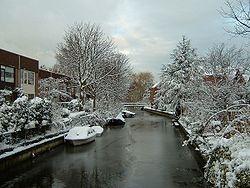 Un canal sous la neige, aux Pays-Bas