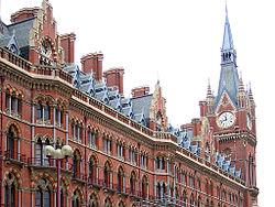 Exemple d'architecture victorienne de style néogothique à Londres, la gare de Saint-Pancras