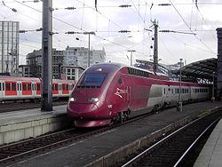 Une rame PBKA quittant la gare de Cologne.