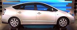 La Toyota Prius (élue voiture européenne de l'année 2005) est une automobile hybride essence-électricité