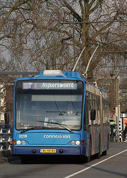 Trolleybus articulé moderne, à Arnhem (Pays-Bas)