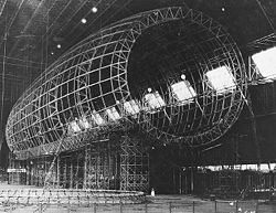USS Akron (ZRS-4) en construction (Nov 1930)