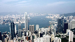 Photo de la m�tropole de Hong Kong o� se concentrent les hommes, les activit�s et les flux en tout genre