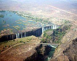 Le pont de chemin de fer entre la Zambie et le Zimbabwe au niveau des chutes Victoria
