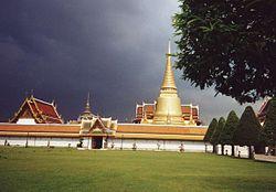 Temples dans l'enceinte du Grand Palais
