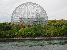 La Biosphère sur l'île Sainte-Hélène, ancien pavillon des États-Unis lors de l'Exposition universelle de Montréal en 1967.