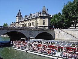 Bateau-omnibus sur la Seine